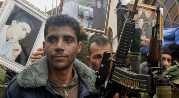 صحفية إسرائيلية تصف زكريا الزبيدي بالبطل وفيسبوك يحظرها